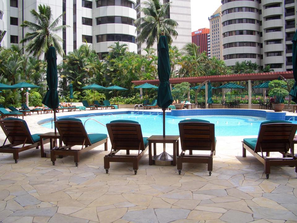 Unser Hotelpool im Crown Plaza in Kuala Lumpur