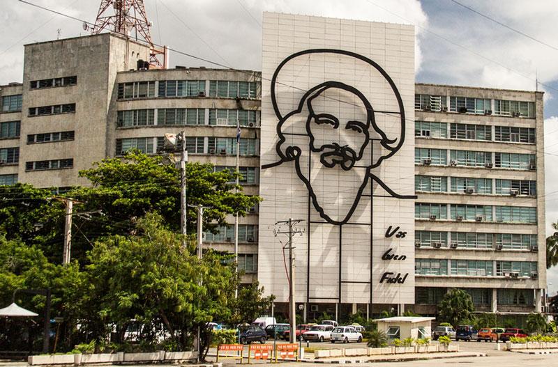 Post und Telekommunikationsministerium mit Camilo Cienfuegos