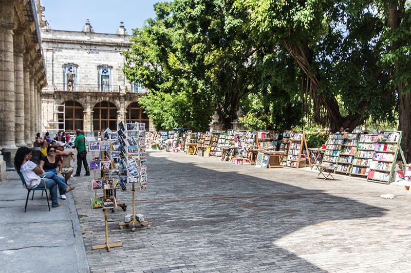 Plaza-de-Armas-Havanna