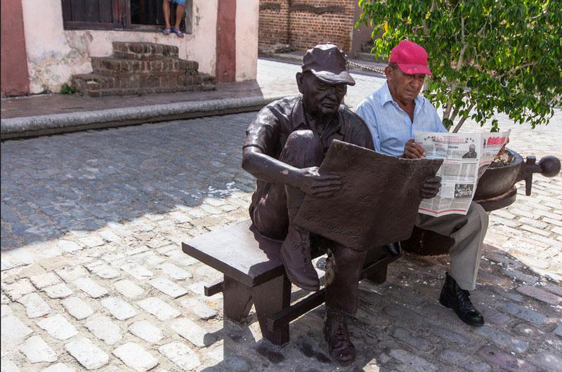 Camaguey Skulptur und das Original