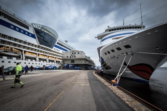 Hafen von Bergen Norwegen mit 2 Aida Schiffen