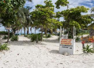 Strand bei den maya Ruinen in Tulum