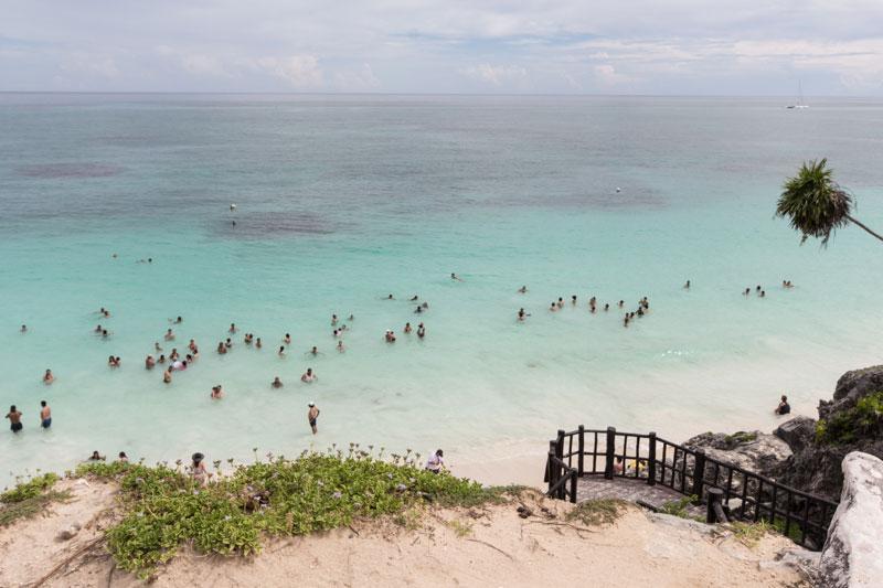 baden-im-meer-tulum-maya-ruinen