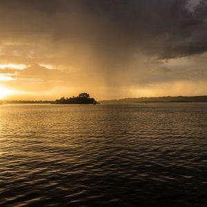 Beste Reisezeit Guatemala: Herrlicher Sonnenuntergang in Flores