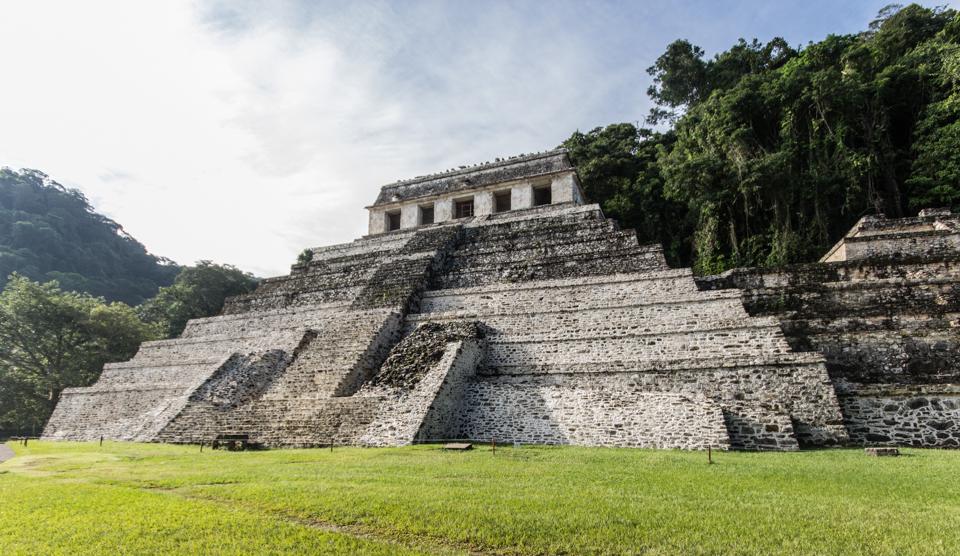 Palenque Mexiko Templo de las inscripciones von vorne