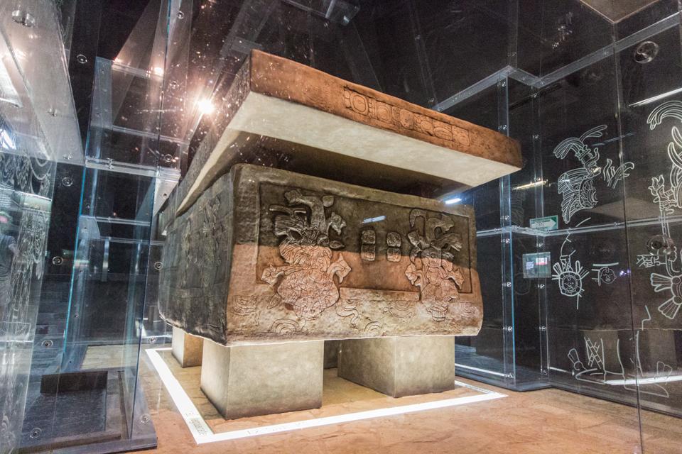 Sarkophag im Museum von Palenque