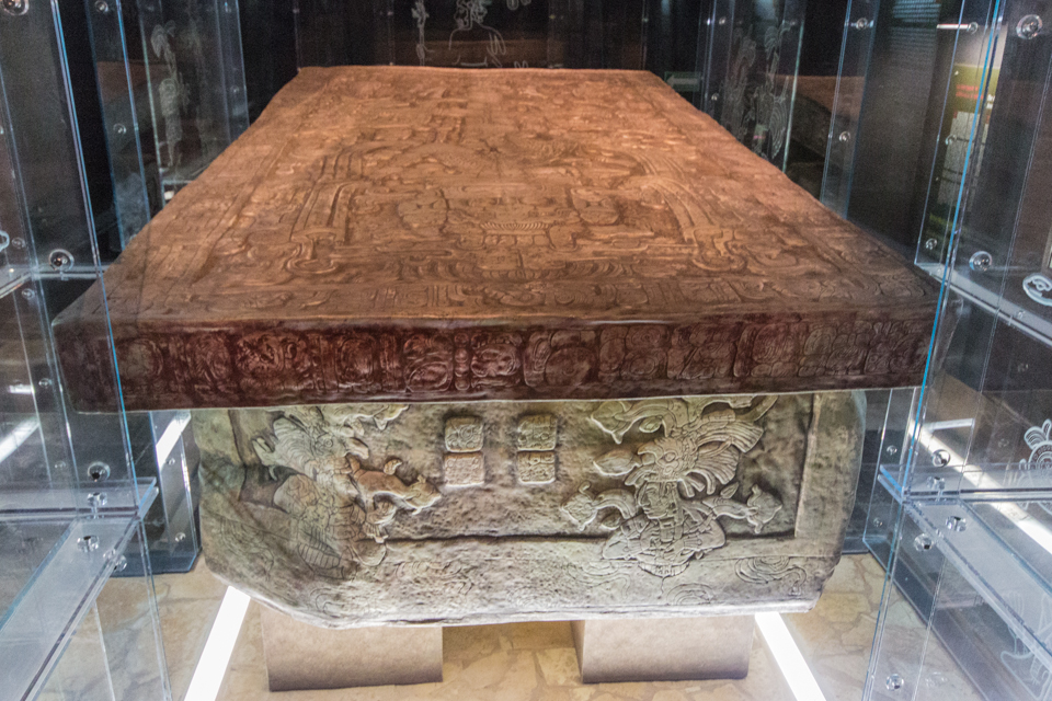 Grab im Museum von Palenque