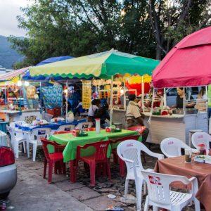 Essenstände am Markt von San Cristobal