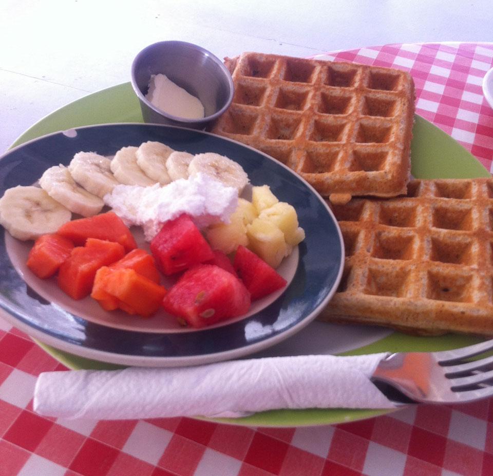 Amor Y Cafe Caye Caulker Waffeln und Joghurt mit Obst