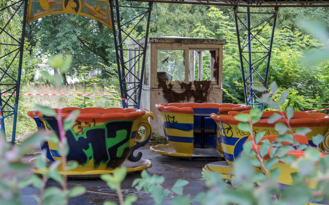 berlin-insider-tipps-spreepark-karusell-zugewuchert