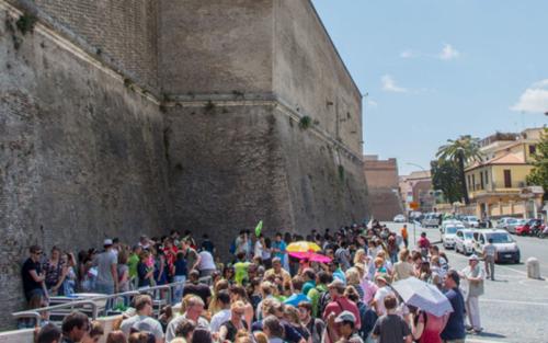 Vatikan anstehen lange Schlange