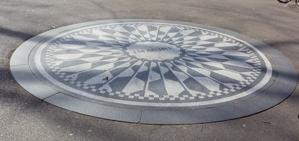 strawberry fields lohn lennon memorial central park new york