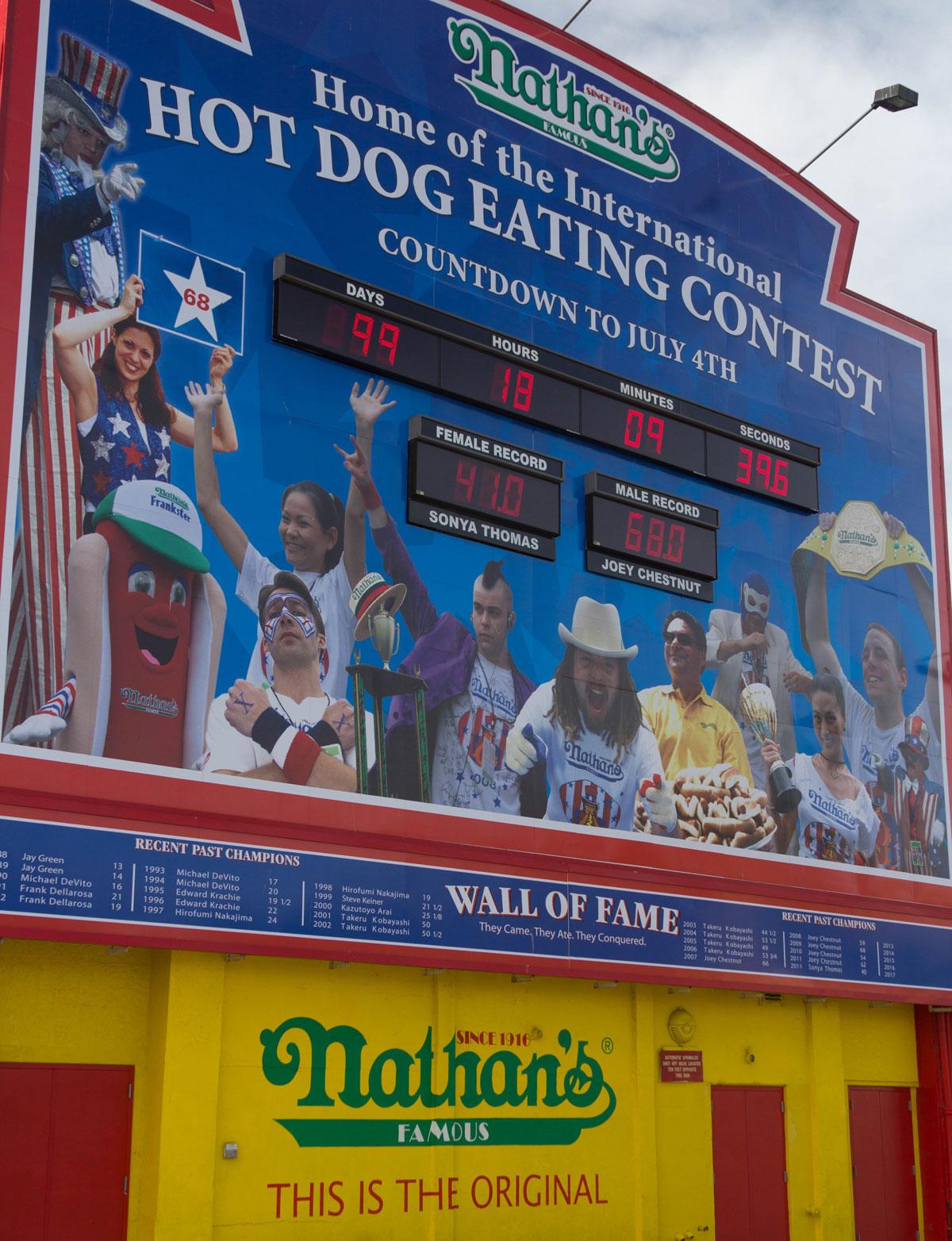New York Sehenswürdigkeiten Nathans Hot Dogs Coney Island