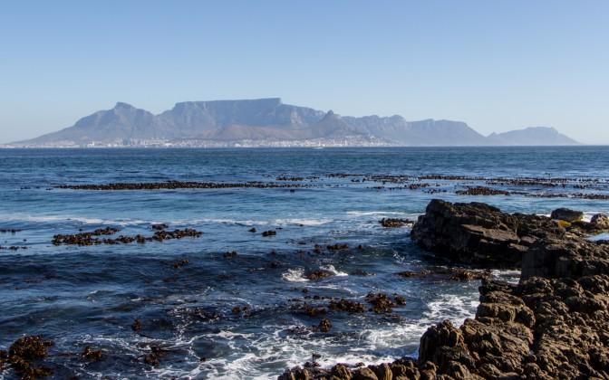 Blick Robben Island auf Tafelberg