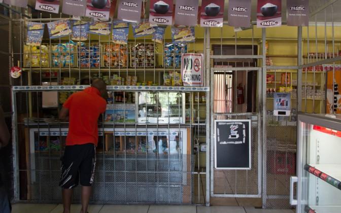 Kiosk in Soweto hinter Gittern