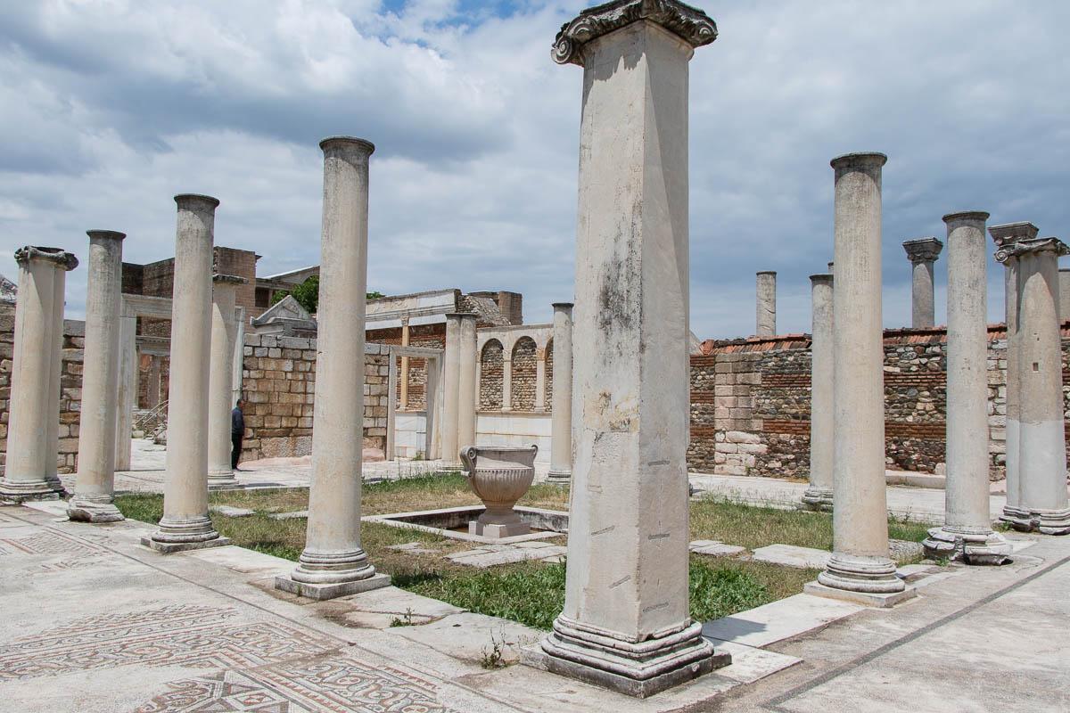 sardes-baeder-antike-ruinen