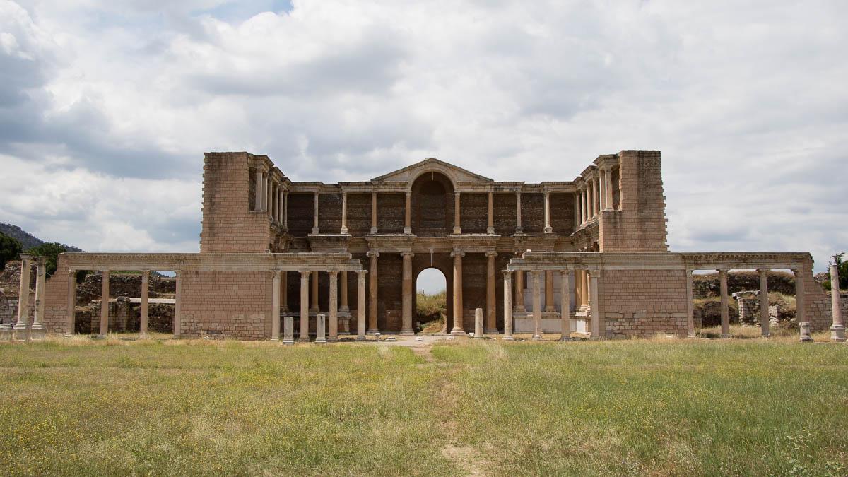 sardes-gymnasium-restauriert