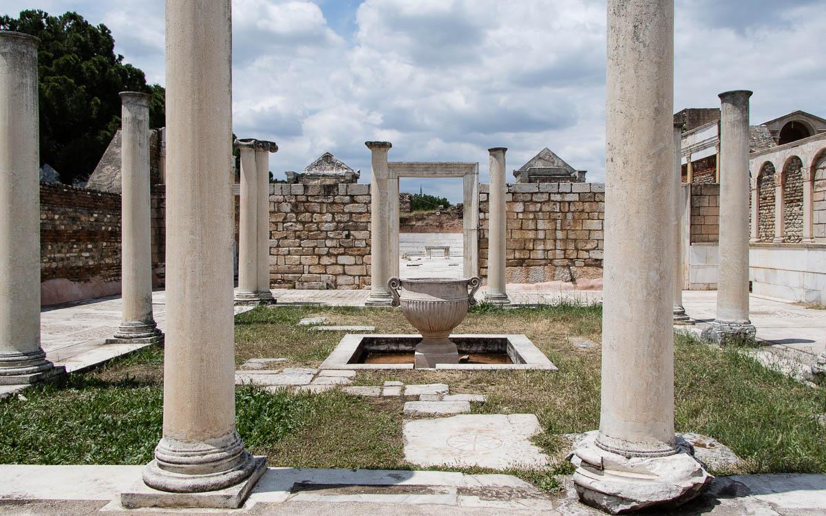 sardes-ruinen-baeder