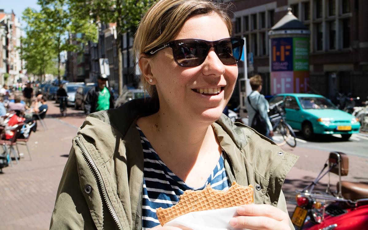 Stroopwaffel essen in Amsterdam