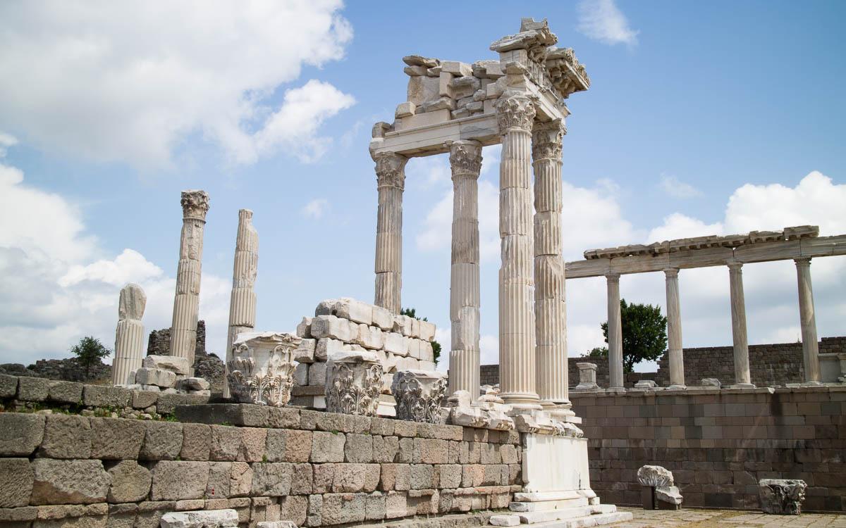 Reste des Trajaneum in Pergamon