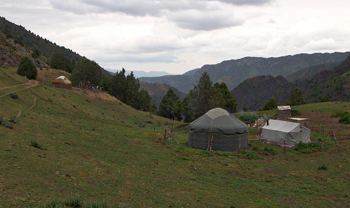 jurten-camp-saryoi-gorge