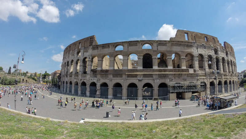 kolosseum-aussen-rom