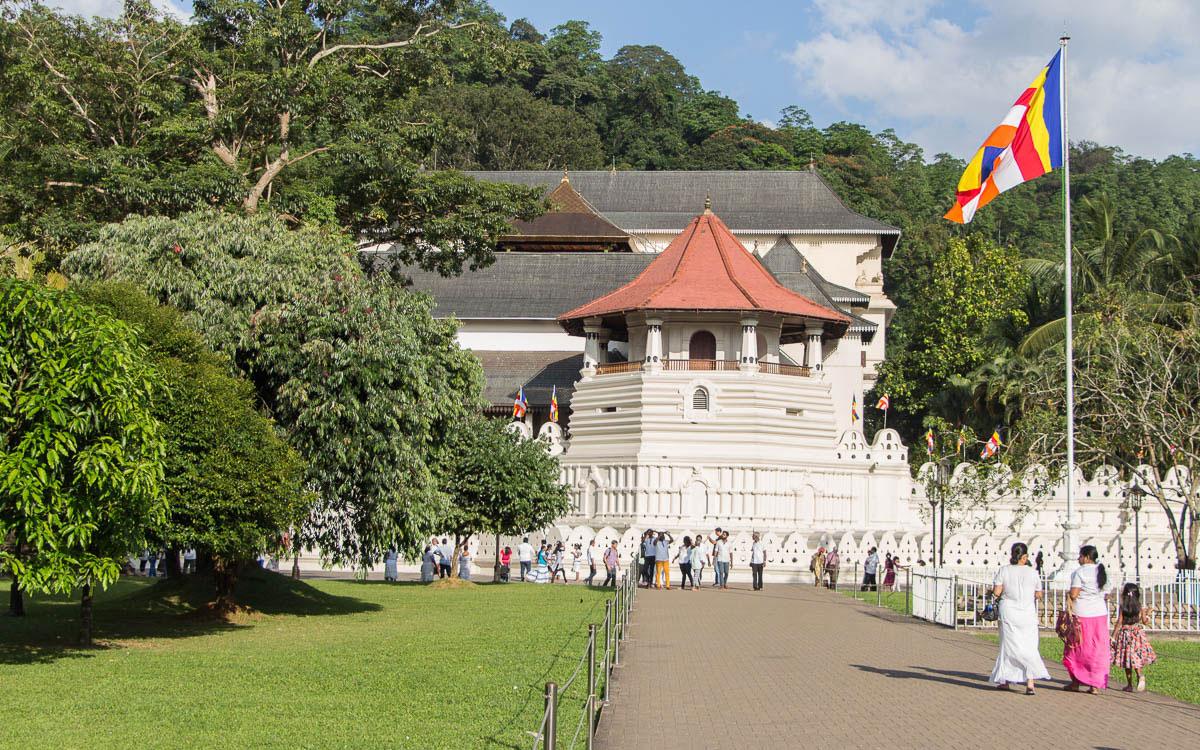 Sri Lanka Sehenswürdigkeiten: Zahntempel in Kandy und wichtiges Heiligtum