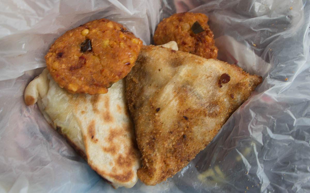 sri-lanka-samosas-streetfood