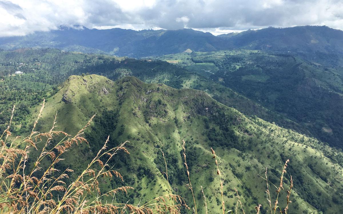 Sri Lanka Sehenswürdigkeiten Ausblick Ella Rock auf Little Adams Peak