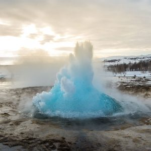 Island: Strokkur im Winter