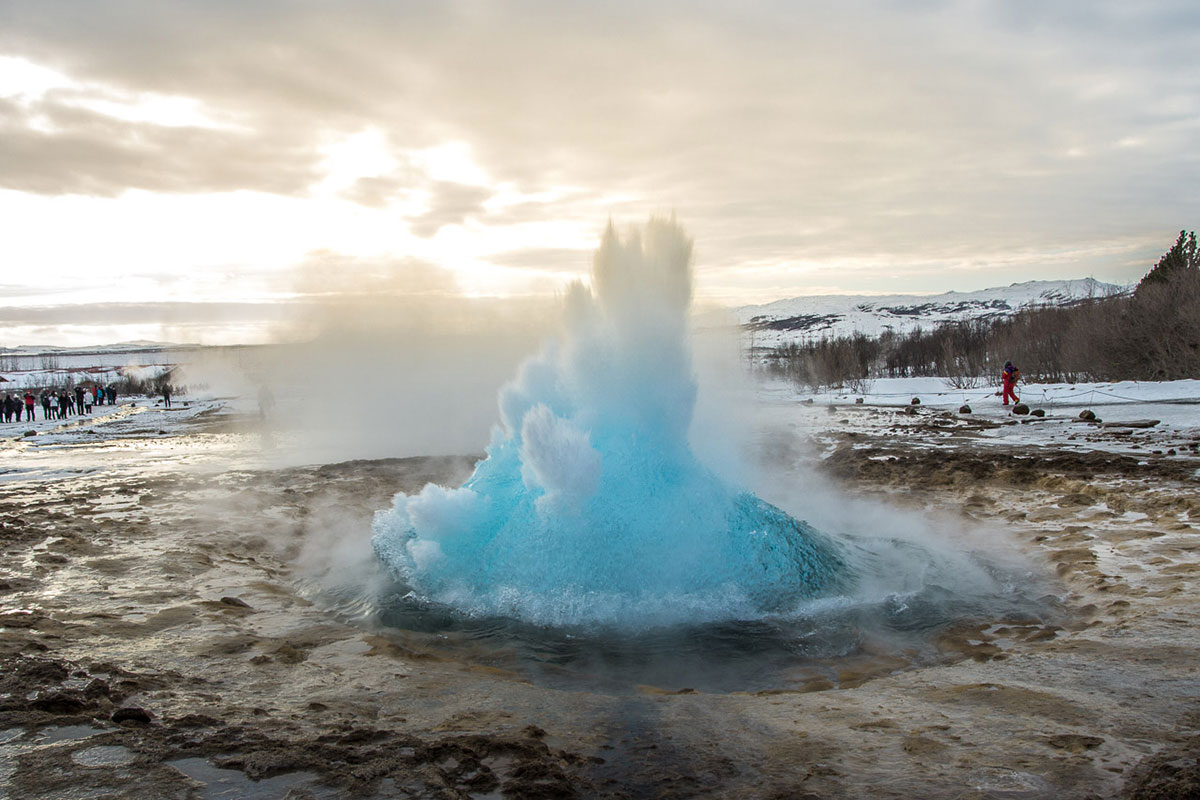 Island: Strokkur im Winter