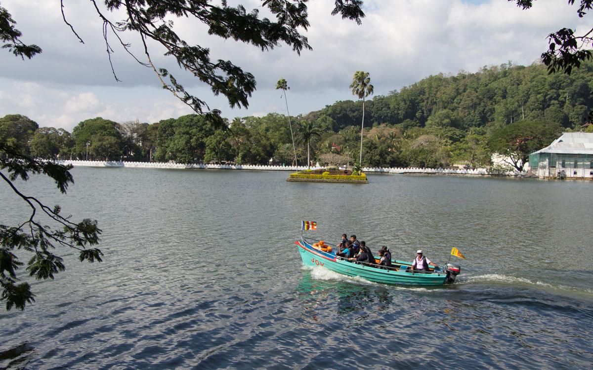 kandy-lake-5