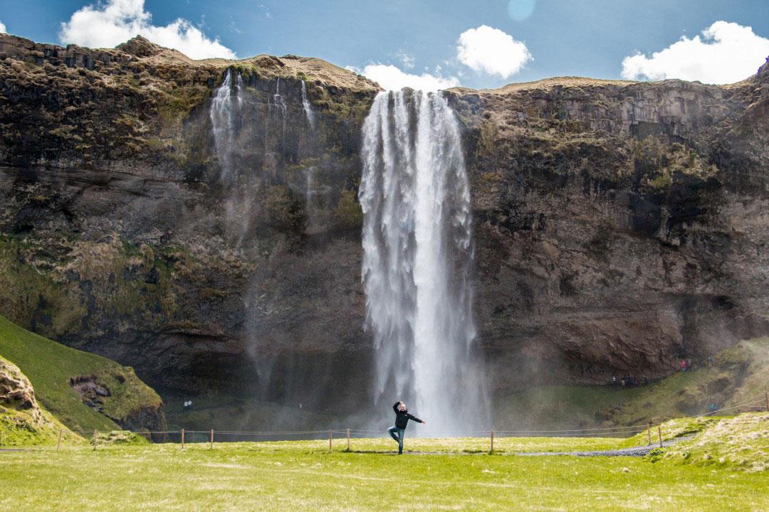 Island Reisetipps: Besuche unbedingt die zahlreichen Wasserfälle in Island