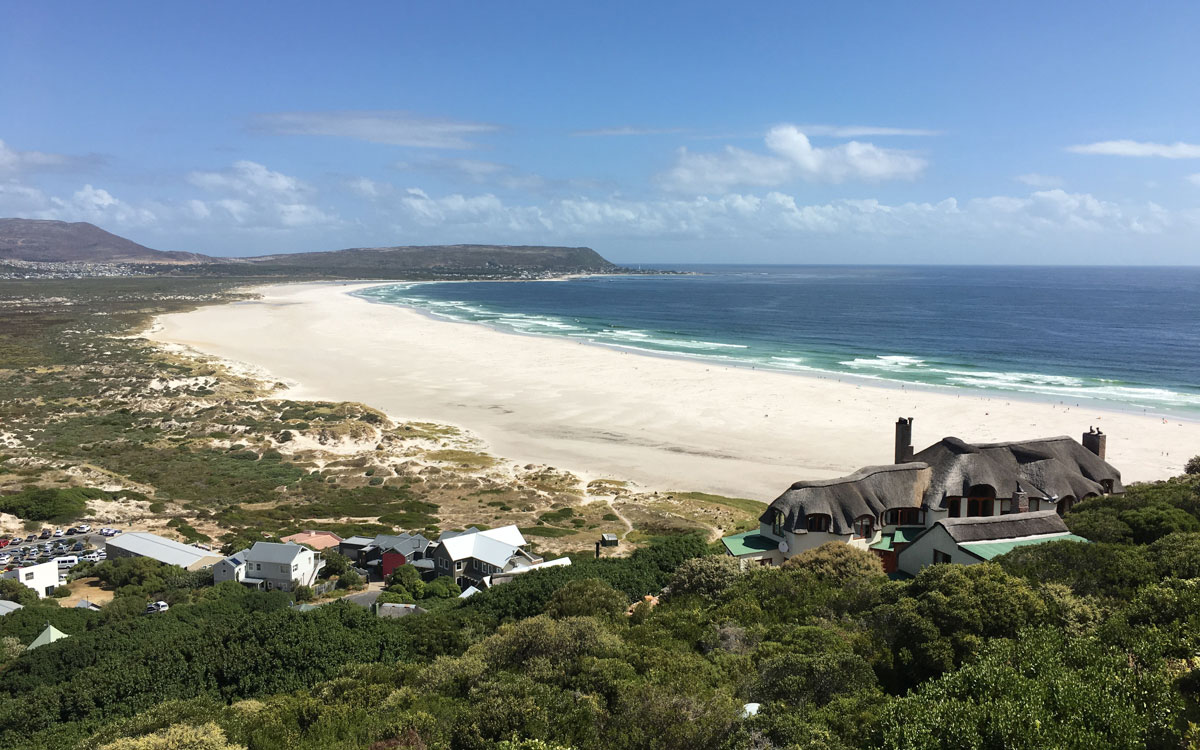 Am Hang des Noordhoek Beach liegt das Monkey Valley Resort