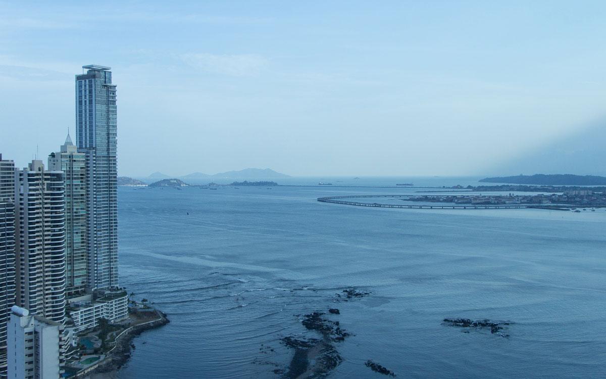 Panama Sehenswürdigkeiten Panama Stadt blick auf Panamakanal