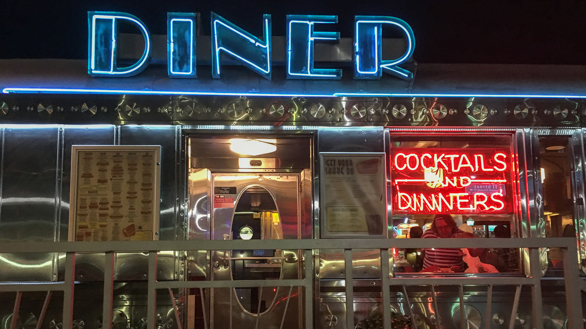 miami-beach-art-deco-diner