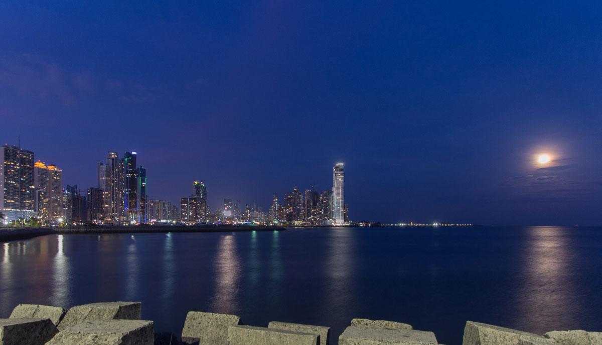 Panama Sehenswürdigkeiten: Panama City Skyline Zentralamerika