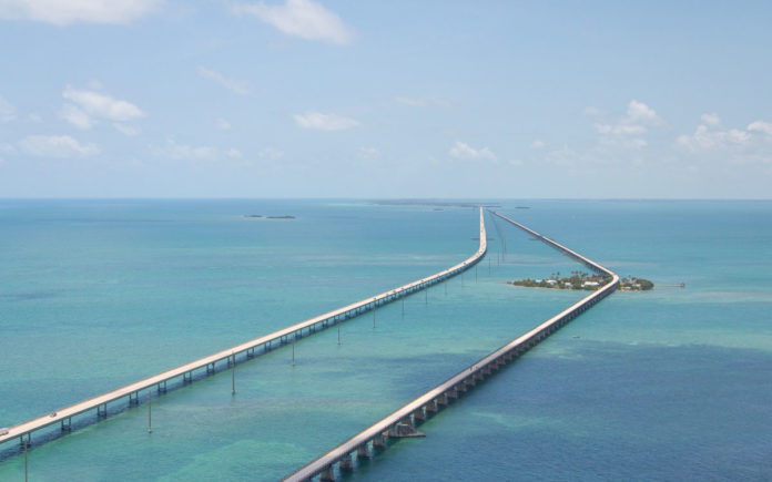 Florida Rundreise Tipps: Seven Mile Bridge vom Helikopter