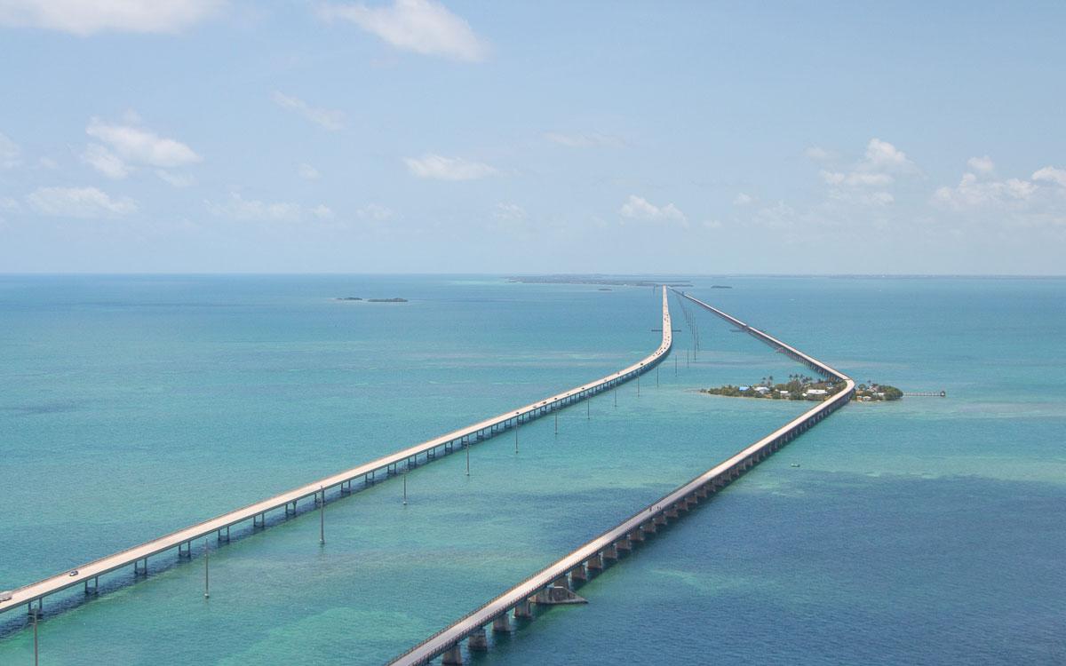 Florida Sehenswürdigkeiten Rundreise Tipps: Seven Mile Bridge vom Helikopter