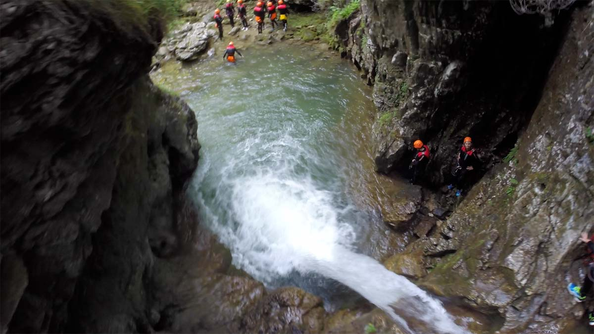 Gardasee Tipps Garda Trentino Canyoning Rio Nero Sprung ins Wasser