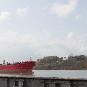 panama-sehenswuerdigkeiten-panamakanal-schiff