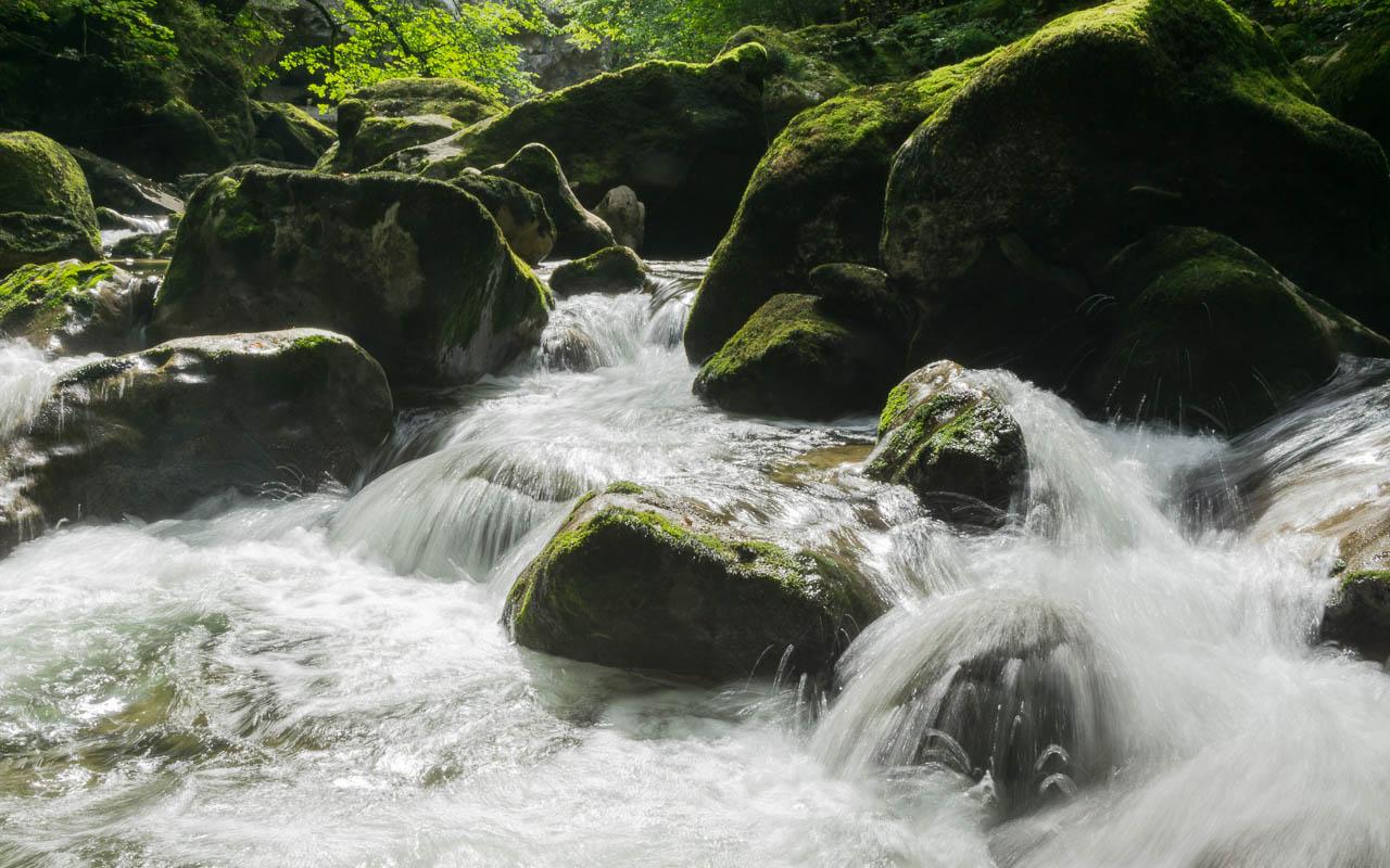 Neuchatel Sehenswürdigkeiten Areuse tosender Fluss