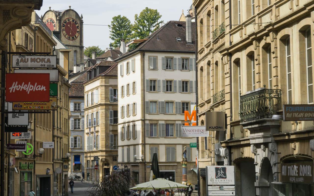 Neuchatel Sehenswürdigkeiten Blick in Altstadt
