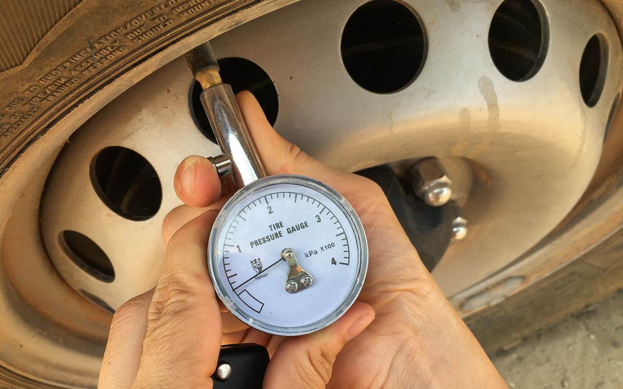 Autofahren Botswana Tipps Reifendruck prüfen vor Sandpisten