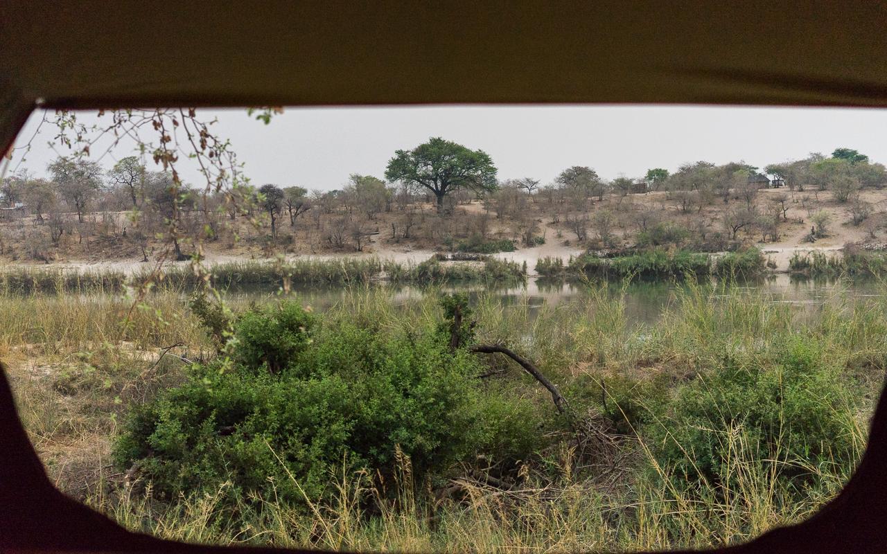 reisebericht-namibia-hakusembe-lodge-ausblick-zelt
