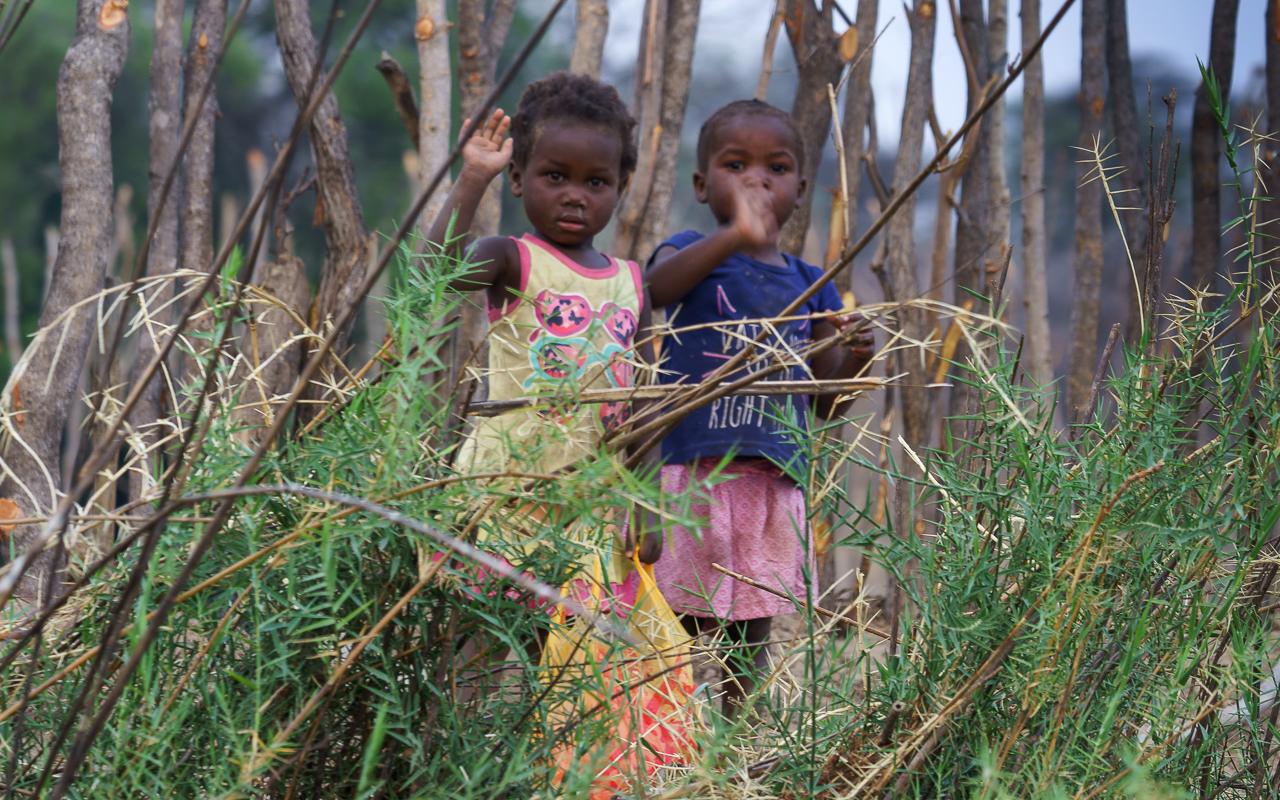 reisebericht-namibia-okavango-fluss-kinder