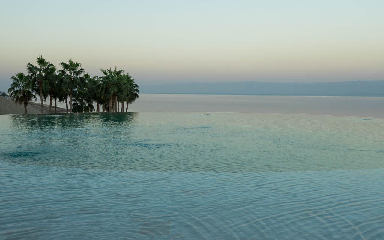Infinity Pool im Kempinski Ishtar Dead Sea