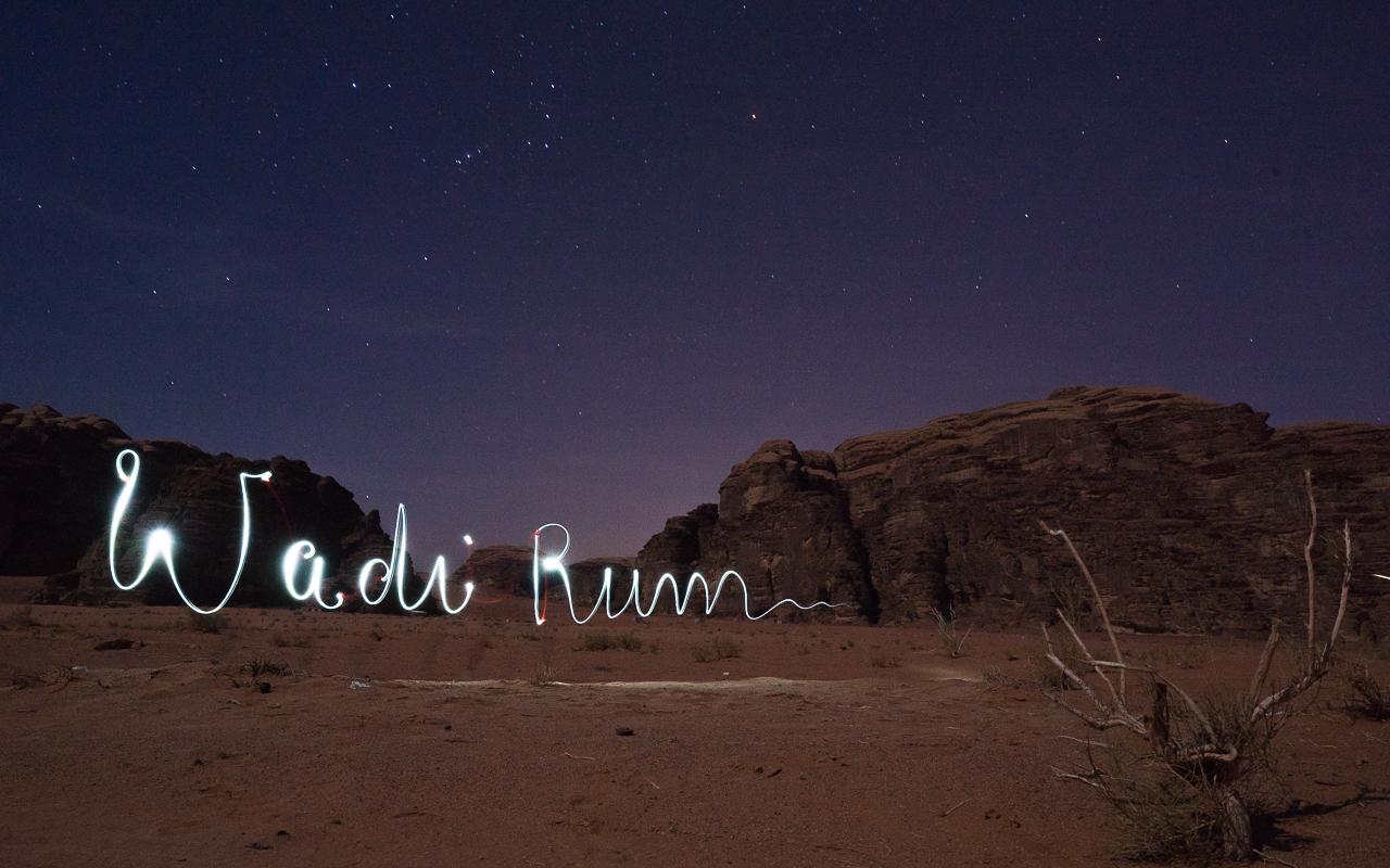 wadi-rum-wuestencamp-lichtspielereien