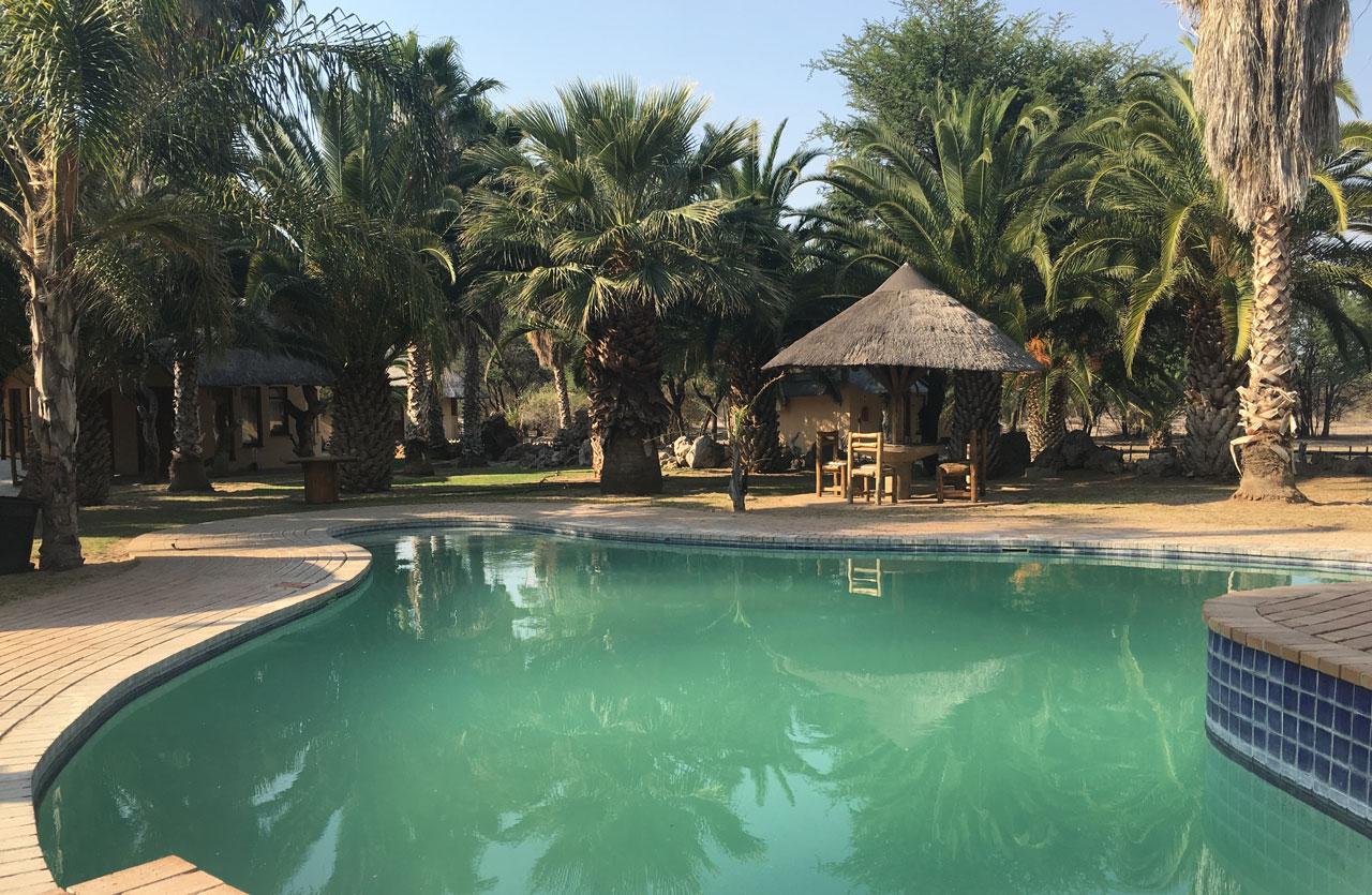 ghanzi-botswana-reisebericht-tautona-lodge-pool