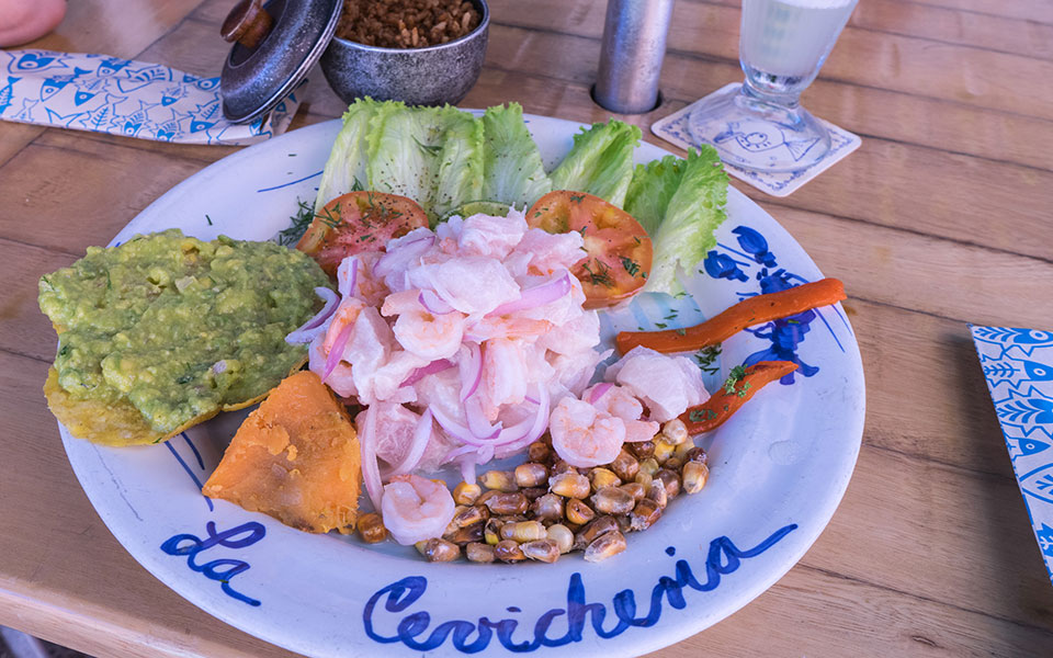 Cevicheria Ceviche essen und Limonada de Coco trinken